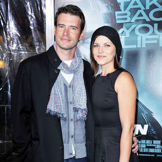Scott Foley, Marika Dominczyk in The Los Angeles Premiere of 'Unknown' - Arrivals