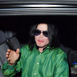 Michael Jackson - Michael Jackson leaving the Dorchester Hotel