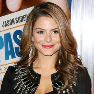 "Maria Menounos in Los Angeles Premiere of Warner Bros. Pictures' ""Hall Pass"""