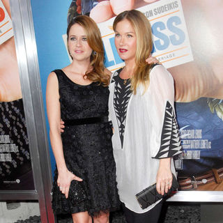 "Jenna Fischer, Christina Applegate in Los Angeles Premiere of Warner Bros. Pictures' ""Hall Pass"""