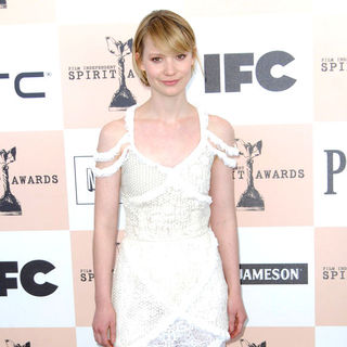 Mia Wasikowska in The 2011 Film Independent Spirit Awards - Arrivals