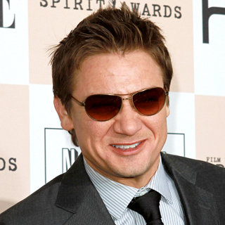 Jeremy Renner in The 2011 Film Independent Spirit Awards - Arrivals