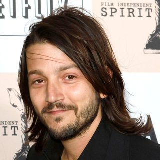 Diego Luna in The 2011 Film Independent Spirit Awards - Arrivals