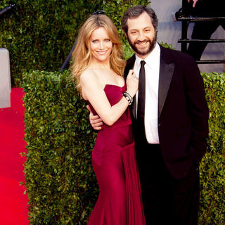 Leslie Mann, Judd Apatow in 2011 Vanity Fair Oscar Party - Arrivals