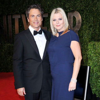 Rob Lowe, Sheryl Berkoff in 2011 Vanity Fair Oscar Party - Arrivals