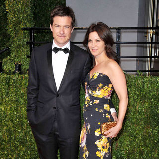 Jason Bateman, Amanda Anka in 2011 Vanity Fair Oscar Party - Arrivals