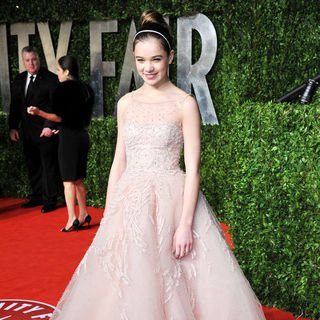 Hailee Steinfeld in 2011 Vanity Fair Oscar Party - Arrivals