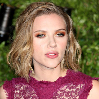 Scarlett Johansson in 2011 Vanity Fair Oscar Party - Arrivals