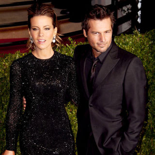 Len Wiseman, Kate Beckinsale in 2011 Vanity Fair Oscar Party - Arrivals