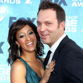 Tamera Mowry, Adam Housley in 42nd NAACP Image Awards - Arrivals