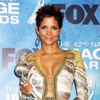 Halle Berry in 42nd NAACP Image Awards - Press Room