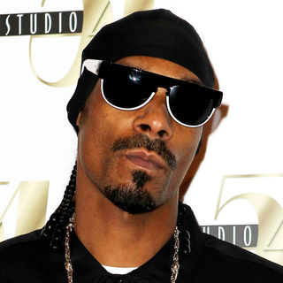 Snoop Dogg in Snoop Dogg Arrives for His Performance at Studio 54