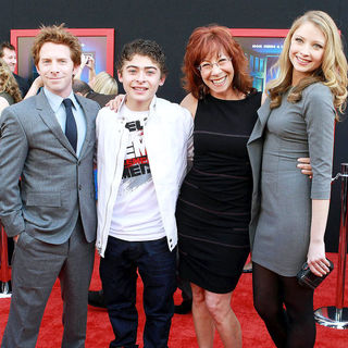 Seth Green, Ryan Ochoa, Mindy Sterling, Elisabeth Harnois in The Los Angeles Premiere of 'Mars Needs Moms!'