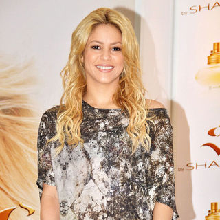 Shakira in Shakira Attends A Photocall Promoting Her New Perfume
