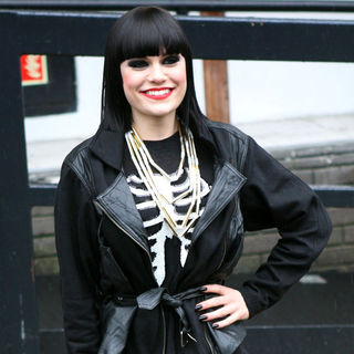 Jessie J Leaves The ITV Studios After Appearing on 'Daybreak'
