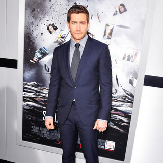 Jake Gyllenhaal in Los Angeles Premiere of 'Source Code' - Arrivals