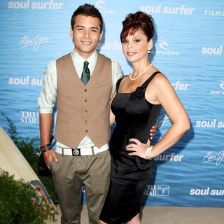 The Los Angeles Premiere of 'Soul Surfer' - wenn3273650