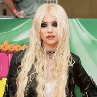 Taylor Momsen in Nickelodeon's 2011 Kids Choice Awards
