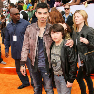 Joe Jonas, Frankie Jonas in Nickelodeon's 2011 Kids Choice Awards