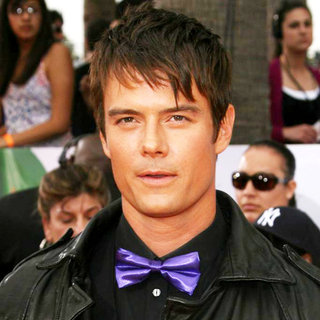 Josh Duhamel in Nickelodeon's 2011 Kids Choice Awards