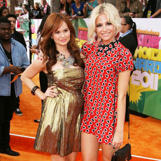 Debby Ryan, Pixie Lott in Nickelodeon's 2011 Kids Choice Awards