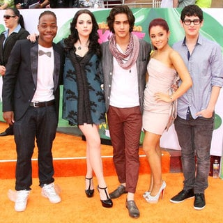 Leon Thomas III, Elizabeth Gillies, Avan Jogia, Ariana Grande, Matt Bennett in Nickelodeon's 2011 Kids Choice Awards