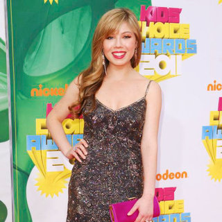 Jennette McCurdy in Nickelodeon's 2011 Kids Choice Awards
