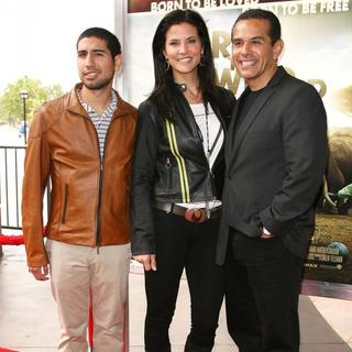 Tony Villaraigosa, Lu Parker, Antonio Villaraigosa in World Premiere of Born to Be Wild 3D