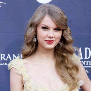 Taylor Swift in The Academy of Country Music Awards 2011 - Arrivals