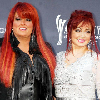 Wynonna Judd, Naomi Judd in The Academy of Country Music Awards 2011 - Arrivals