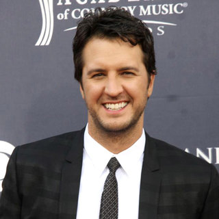 Luke Bryan in The Academy of Country Music Awards 2011 - Arrivals