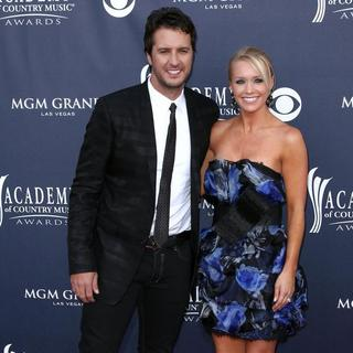 Luke Bryan, Caroline Bryan in The Academy of Country Music Awards 2011 - Arrivals
