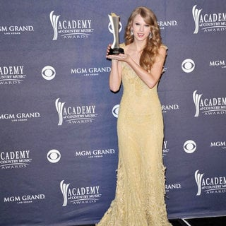 Taylor Swift - The Academy of Country Music Awards 2011 - Press Room
