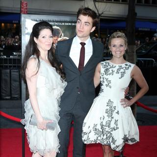Sara Gruen, Robert Pattinson, Reese Witherspoon in The World Premiere of 'Water for Elephants' - Arrivals