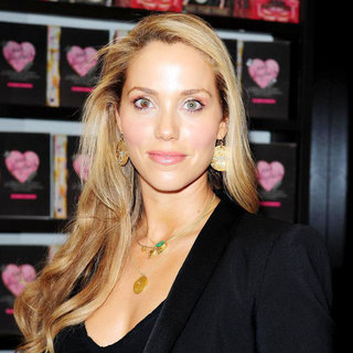 Elizabeth Berkley Signs Copies of 'Ask Elizabeth' - wenn3305277