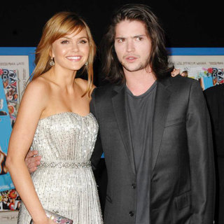 "Aimee Teegarden, Thomas McDonell in World Premiere of ""Prom"""