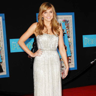 "Aimee Teegarden in World Premiere of ""Prom"""