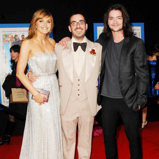"Aimee Teegarden, Joe Nussbaum, Thomas McDonell in World Premiere of ""Prom"""