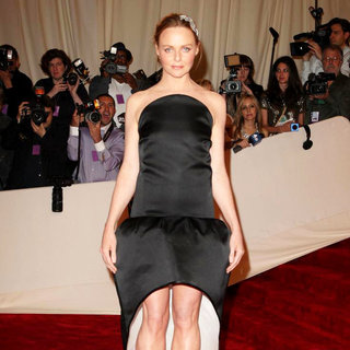 Stella McCartney in Alexander McQueen: Savage Beauty Costume Institute Gala