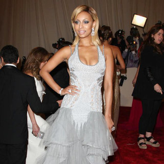 Keri Hilson - Alexander McQueen: Savage Beauty Costume Institute Gala
