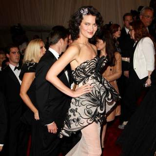 Shalom Harlow in Alexander McQueen: Savage Beauty Costume Institute Gala - wenn3324986