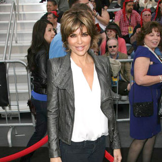 Lisa Rinna in 'Pirates of the Caribbean: On Stranger Tides' World Premiere