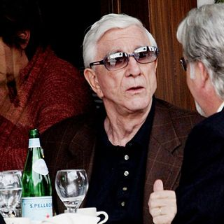 Leslie Nielsen Having Lunch - wenn5110519