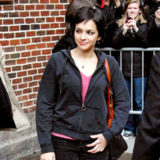 Norah Jones in Norah Jones outside Ed Sullivan Theatre for the 'Late Show With David Letterman'