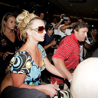 Britney Spears - Britney Spears Arrives at LAX Airport from Louisiana After The Birth of Sister Jamie Lynn's Baby