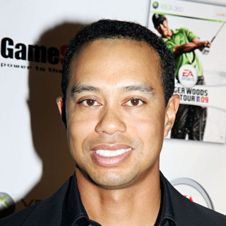 Tiger Woods in Xbox 360 presents the launch of 'EA Sports Tiger Woods PGA Tour 09'