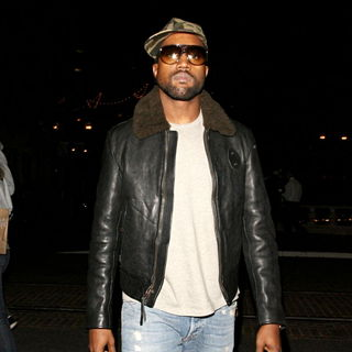 Kanye West - Kanye West Arrives at A Movie Theatre in Hollywood While Wearing Sunglasses at Night
