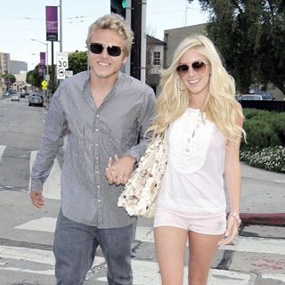 Heidi Montag - Heidi Montag and Spencer Pratt Change Into New Outfits After Having Lunch at Cafe Med