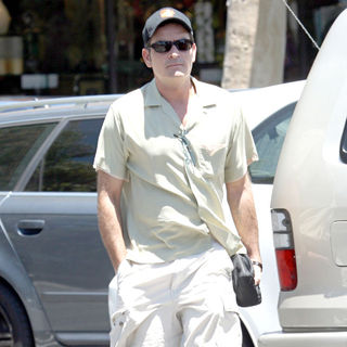 Charlie Sheen - Charlie Sheen Leaving A Deli After Having Lunch in Hollywood