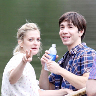 Drew Barrymore, Justin Long in Drew Barrymore shares a kiss with co-star Justin Long while filming a scene 'Going the Distance'